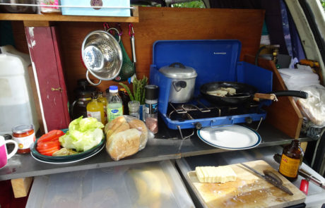 Vanlife - cooking with friends